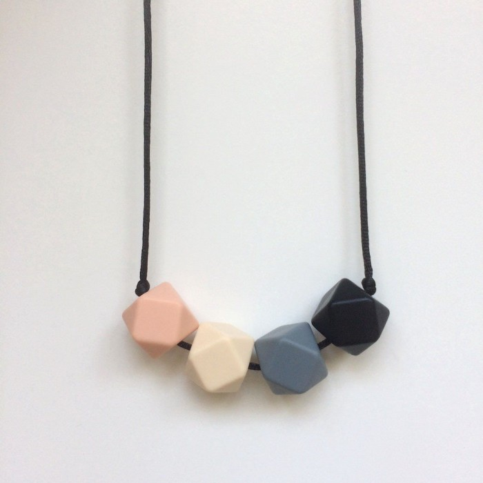 Jambu Beads Midnight Necklace Blush